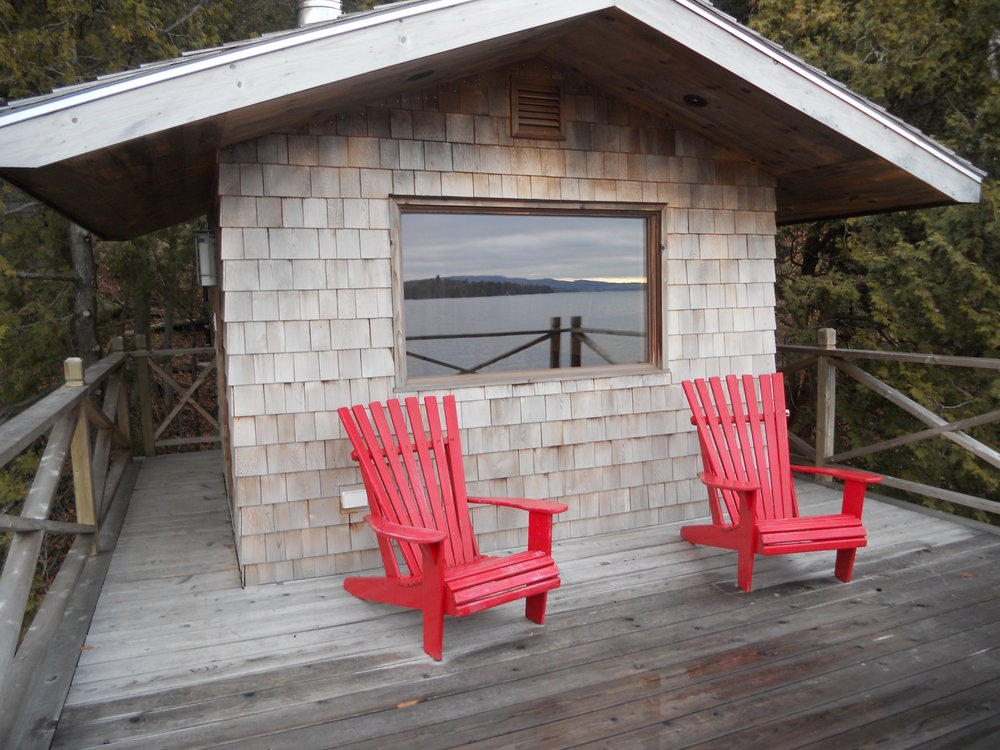 Boathouse with sauna on Lake Memphremagog, Que. - Arbor Construction
