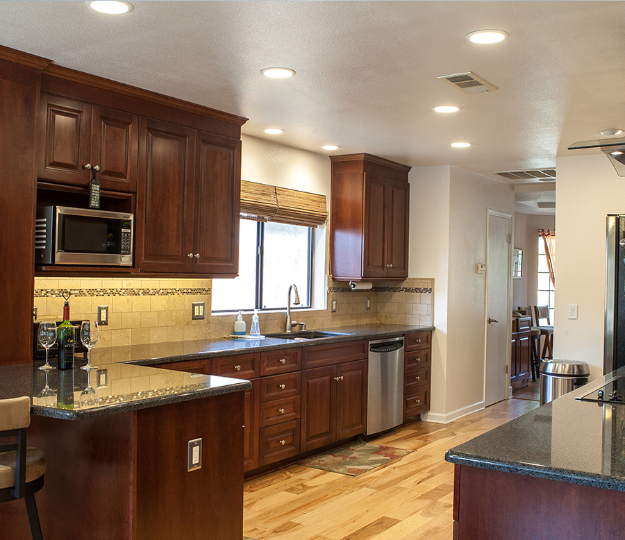 Custom Kitchen & Cabinets - Dodson Builders Construction Inc.