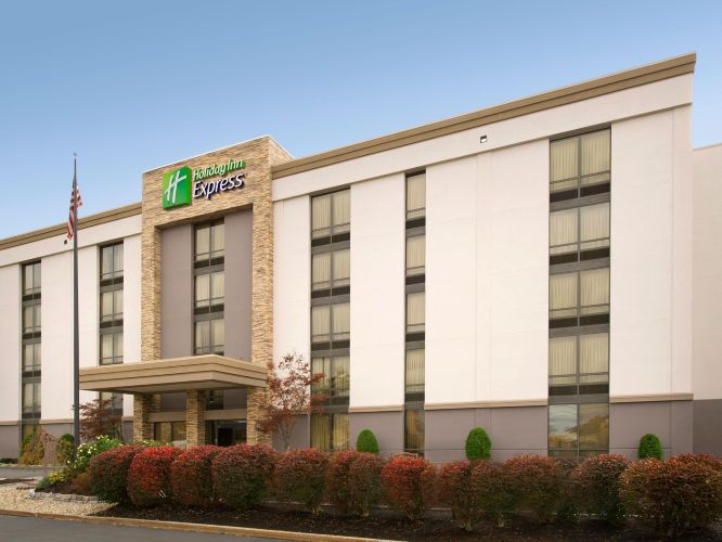 holiday inn express by in boston ma proview. Black Bedroom Furniture Sets. Home Design Ideas