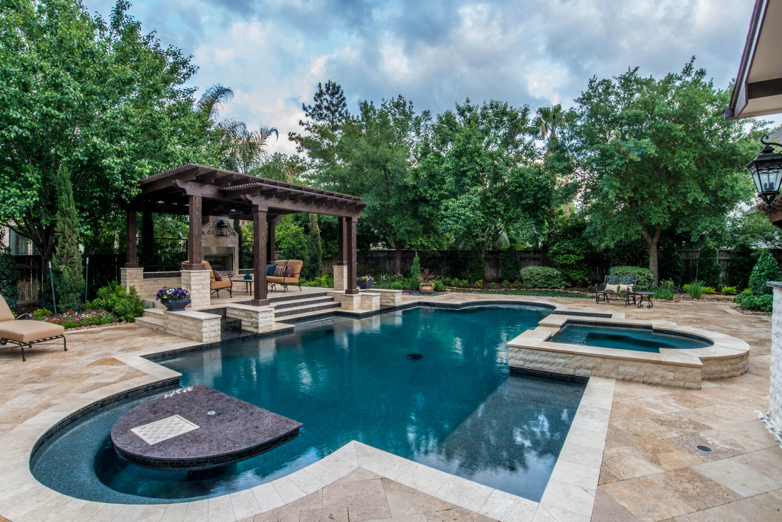 St croix custom pools llc tomball texas fountains for Custom swimming pools