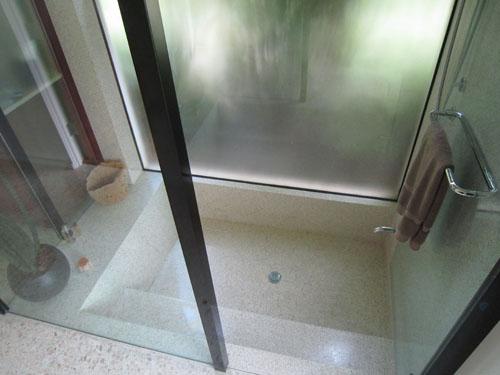 Roman Tub Terrazzo Shower - El Verde Terrazzo Inc.