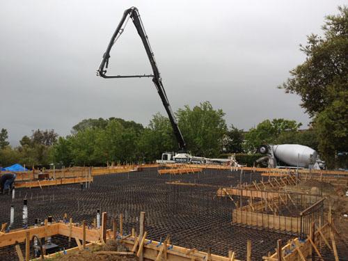 machine trowel slab - Boom Pump for matt slab - BDCe Concrete Corp.