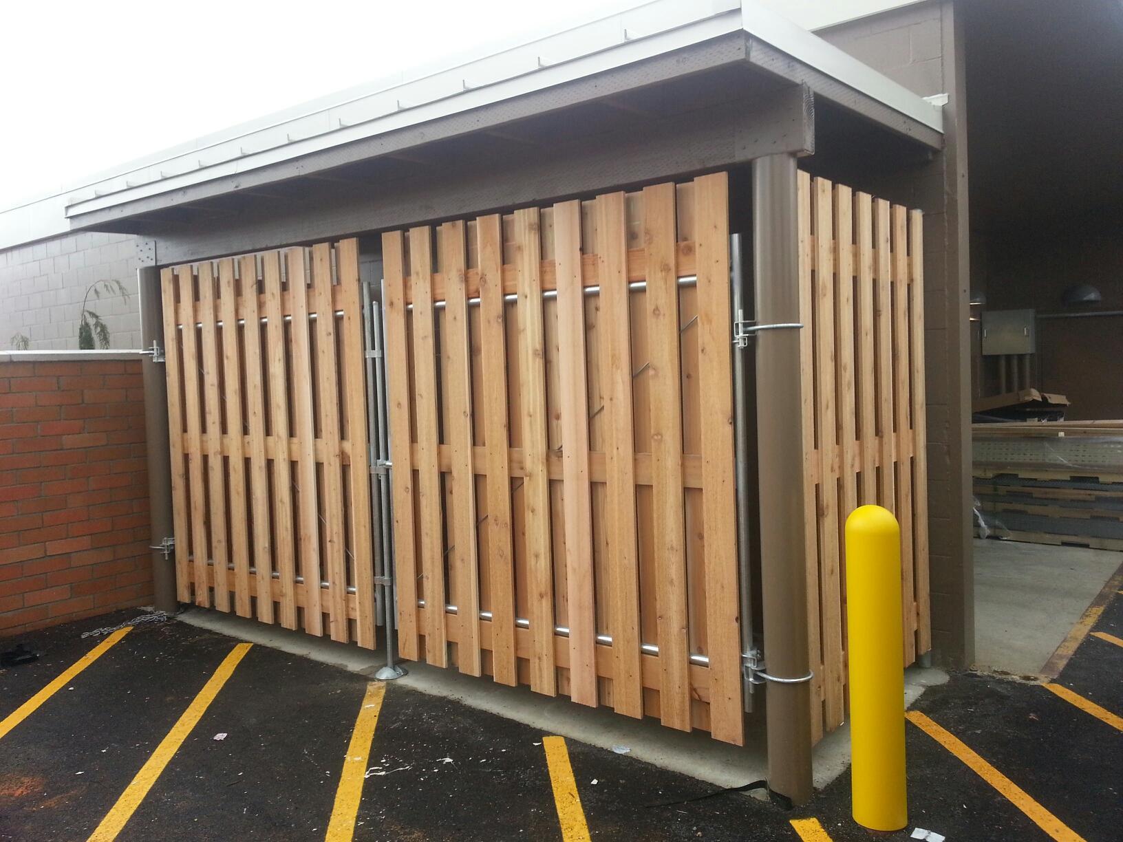 Economy Fence Center Pipe Framed Wood Gate For Dumpster
